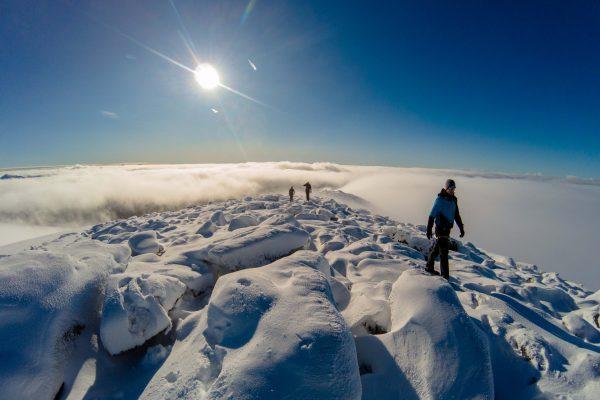 Vi kjører en guidet tur å krysser Svartisen på høsten med topptur på Snøtinden