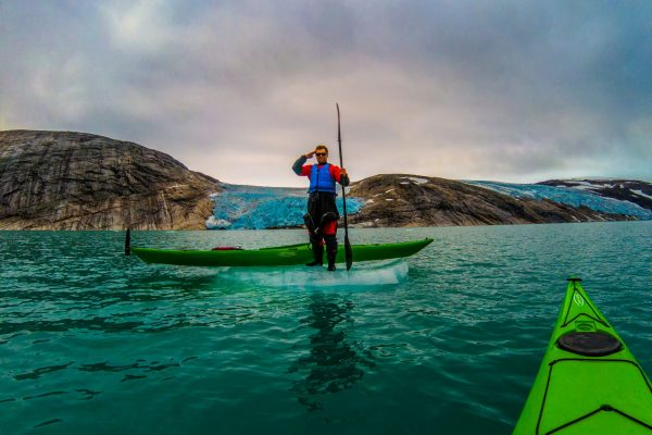 honør på isfjell med svartisen